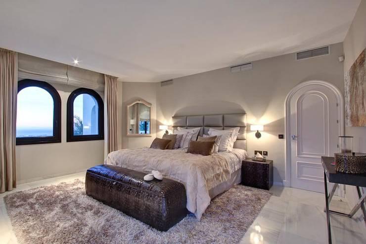 Dormitorio de invitados: Dormitorios de estilo  de Ambience Home Design S.L.