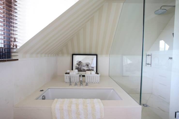 DORMITORIO ZEPPELIN: Dormitorios infantiles de estilo  de INTERIORISMO DE SPCIOS INFANTILES