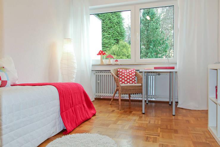 Home Staging Erbimmobilie Siebziger Jahre:  Kinderzimmer von raumwerte Home Staging
