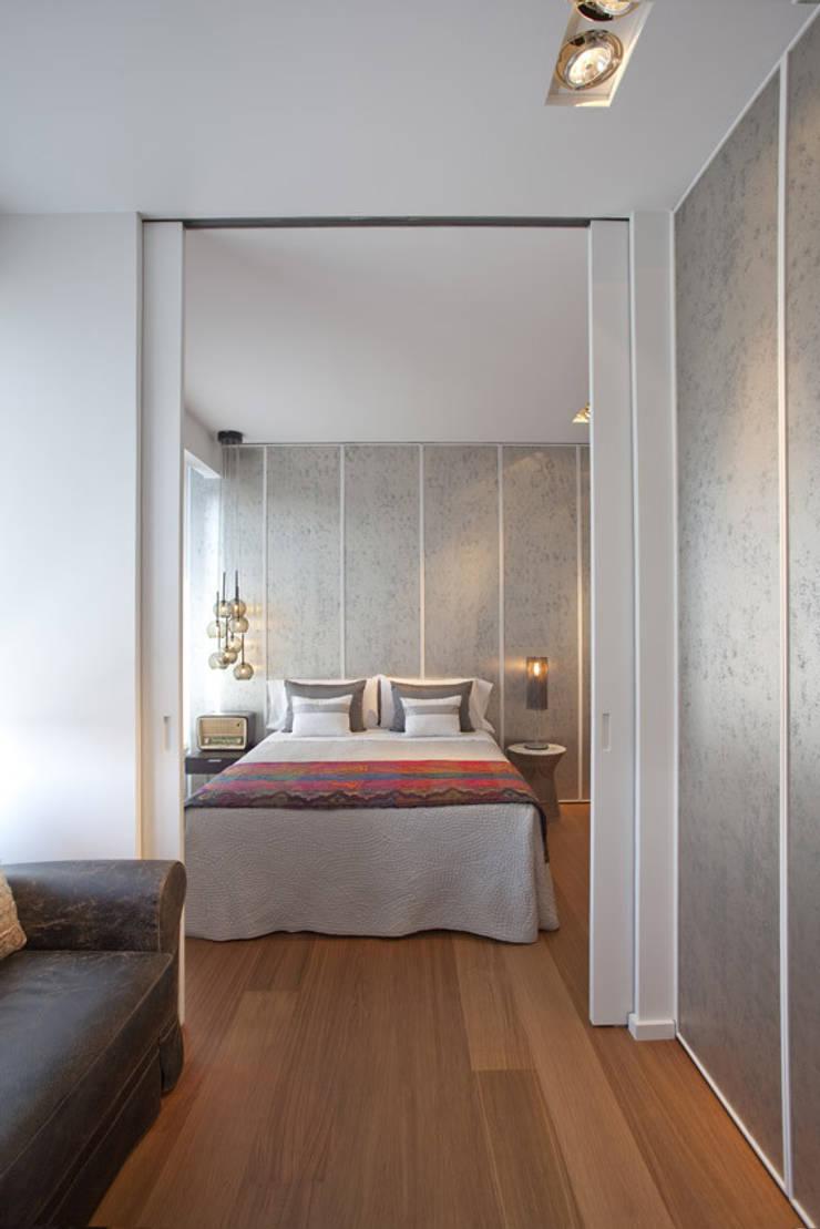 Ático en Valencia: Dormitorios de estilo  de Laura Yerpes Estudio de Interiorismo