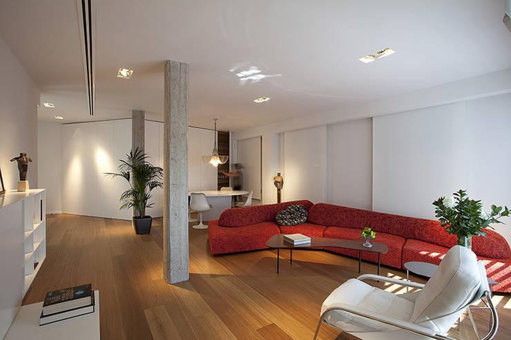 Ático en Valencia: Salones de estilo moderno de Laura Yerpes Estudio de Interiorismo