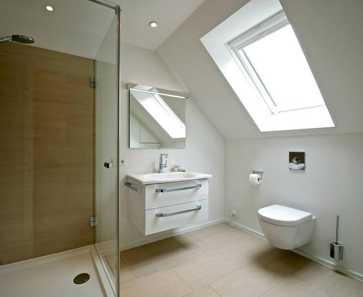 Baños de estilo  por GRID architektur + design