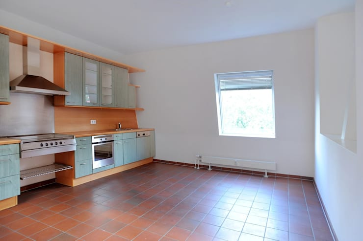 Cucina in stile  di WELLHAUSEN Immobilien Styling