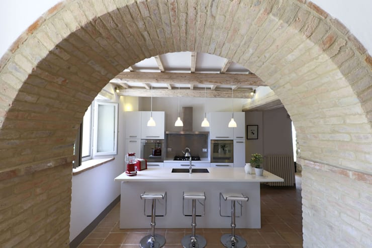 Le Cannelle: Cucina in stile in stile Moderno di Arcostudios