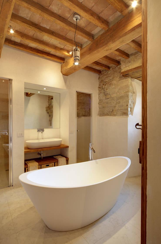 Baños de estilo  por Arcostudios