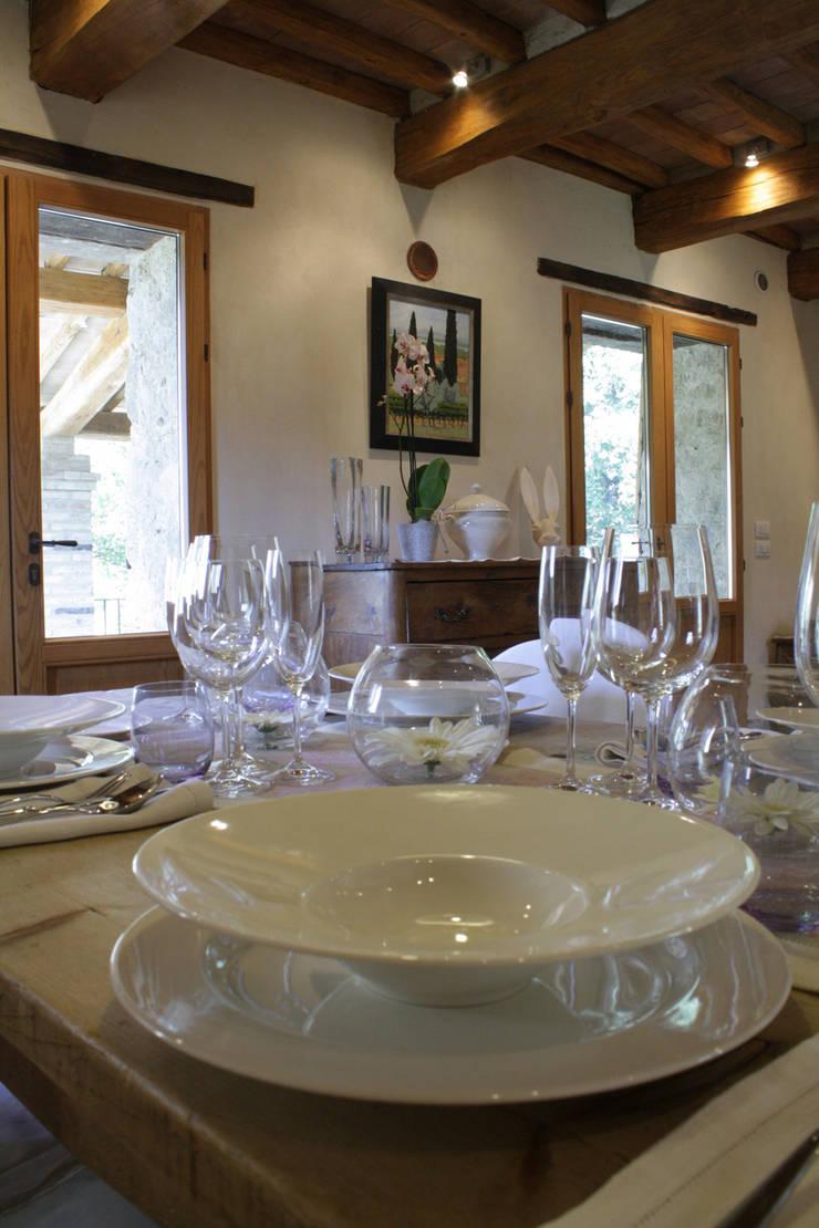 Fontanelle: Sala da pranzo in stile  di Arcostudios