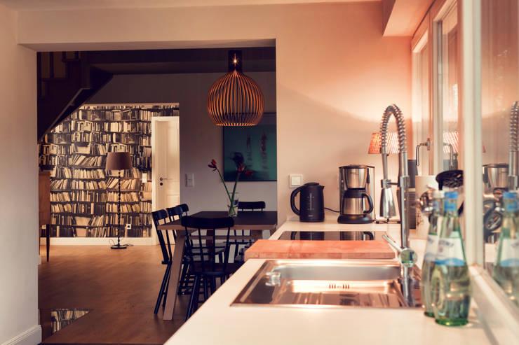 Seehaus:  Küche von Heike Gebhard Wohnen