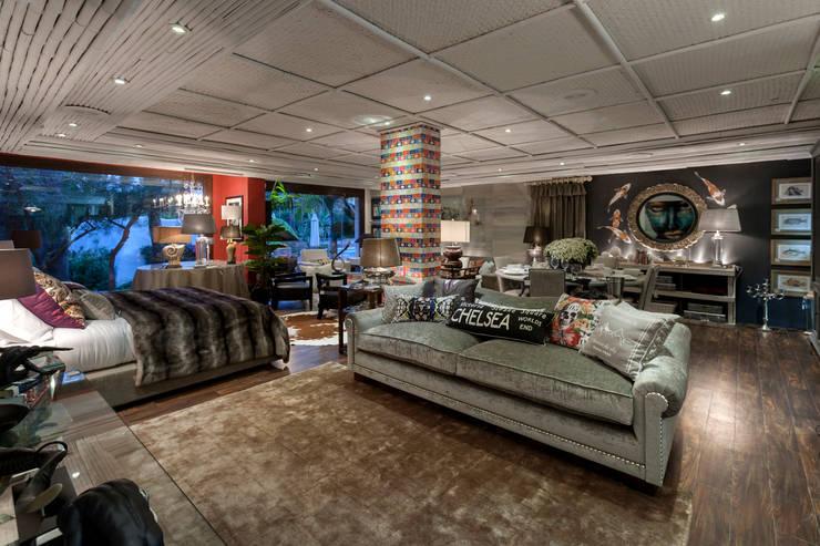 Studio 2: Salones de estilo  de Originals Interiors