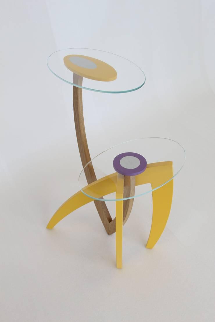 Spike designed by Enrico Mangialardo for E1+E4: Soggiorno in stile  di E1+E4
