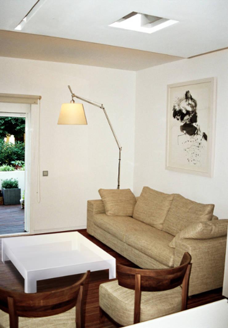 Marbella – Puerto Banús – Apartamento: Salones de estilo moderno de Gerard Puxhe