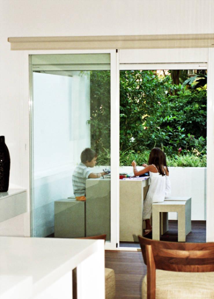 Marbella – Puerto Banús – Apartamento: Terrazas de estilo  de Gerard Puxhe