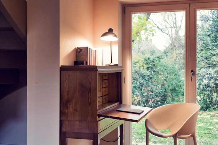 Salas de estilo  por Heike Gebhard Wohnen