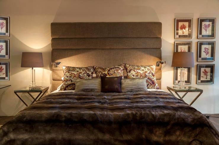 Studio 2: Dormitorios de estilo clásico de Originals Interiors