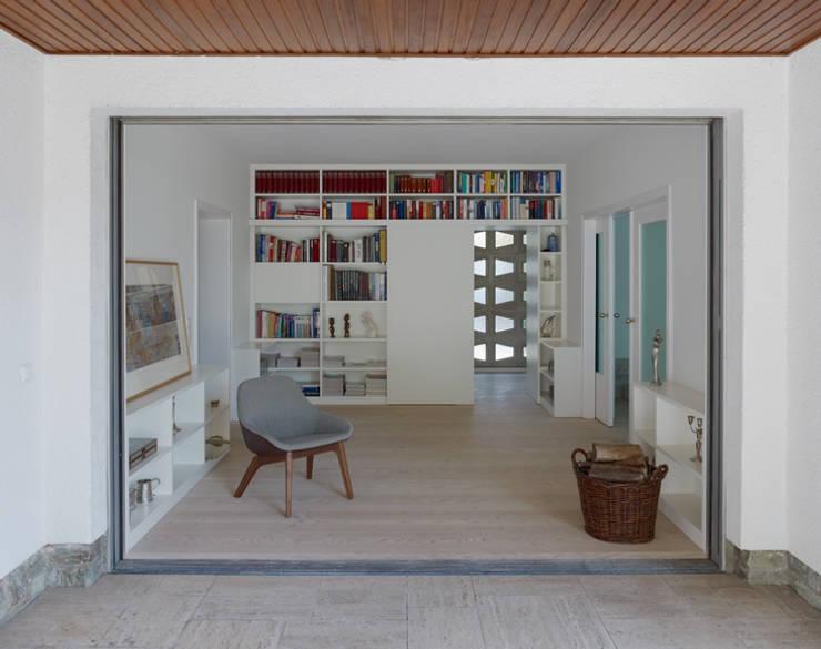 Bibliothek:  Wohnzimmer von Architektur Sommerkamp