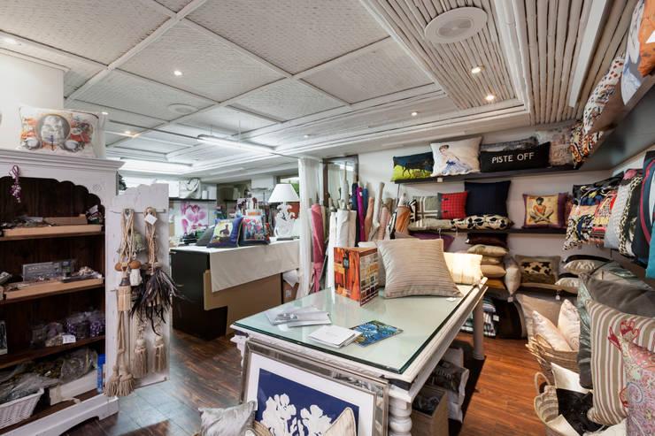 Studio 2: Espacios comerciales de estilo  de Originals Interiors