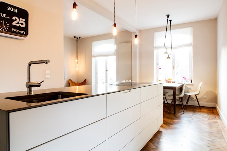moderne Keuken door BESPOKE GmbH // Interior Design & Production
