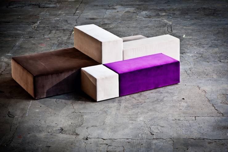 Projekty,  Salon zaprojektowane przez BESPOKE GmbH // Interior Design & Production