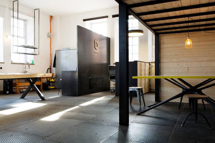 Tisch : industriale Esszimmer von BESPOKE GmbH // Interior Design & Production