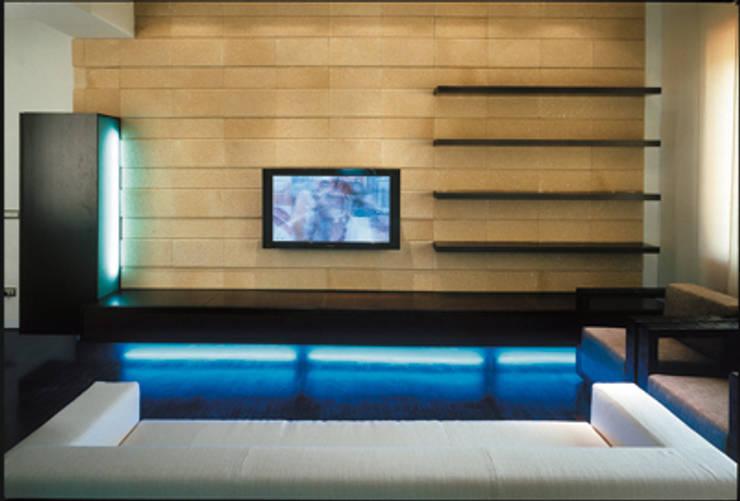 PINK HOUSE / Progetto Arch. F. Bombace: Soggiorno in stile  di decor srl