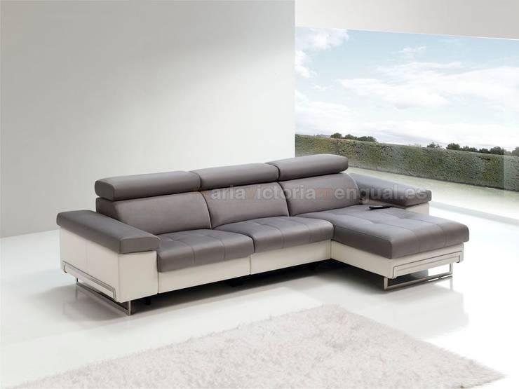 Sofás y chaislongue: Salones de estilo moderno de MUMARQ ARQUITECTURA E INTERIORISMO