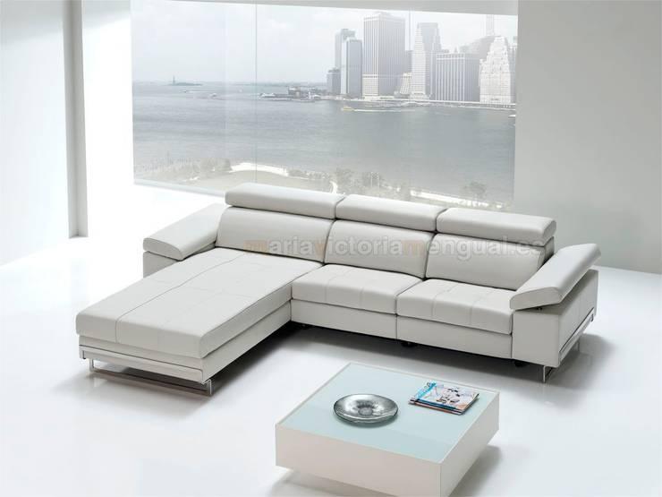 Sofá con chaislongue.: Salones de estilo moderno de MUMARQ ARQUITECTURA E INTERIORISMO
