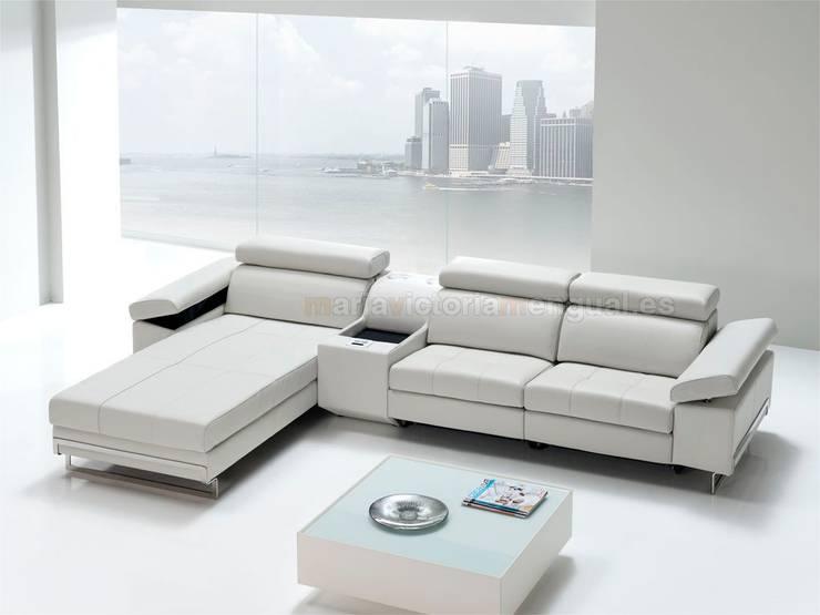 Sofá con módulo multimedia preparado para smartphones .: Salones de estilo moderno de MUMARQ ARQUITECTURA E INTERIORISMO