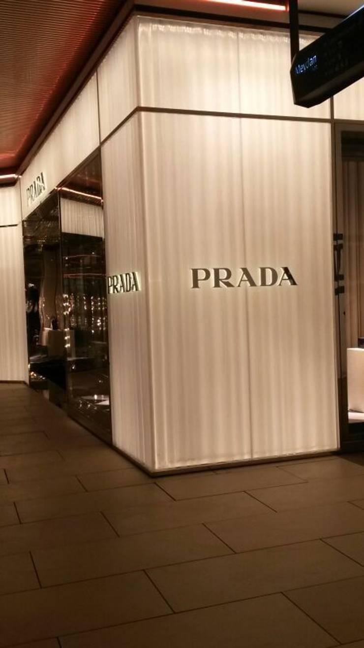 Pannello Tenda Prada Istanbul: Casa in stile  di Move srl