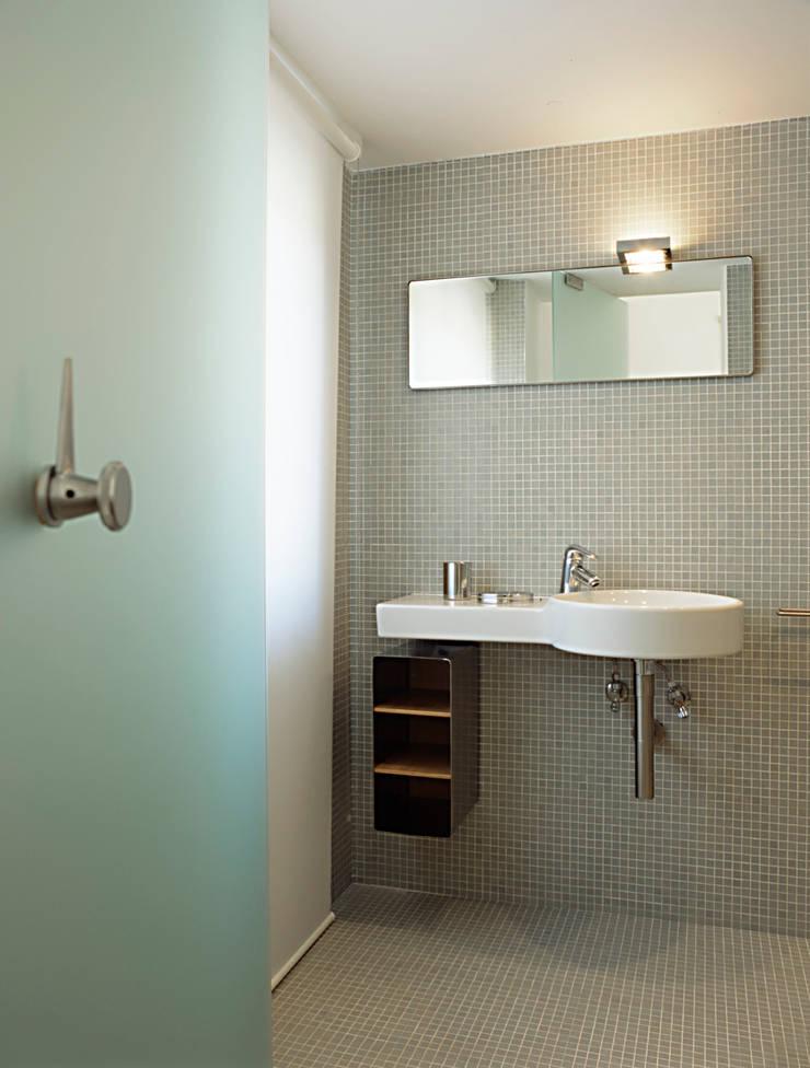 Bathroom by melaragni+campagna archimmagine studio