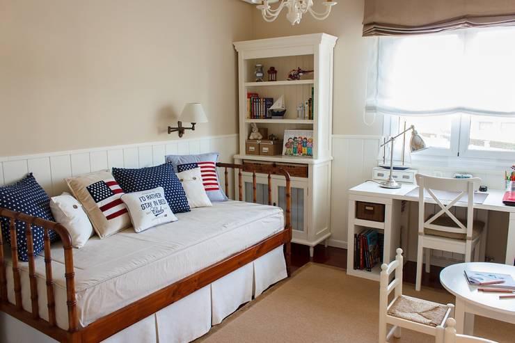 Habitación Juvenil cerca del mar.: Dormitorios de estilo  de Dec&You