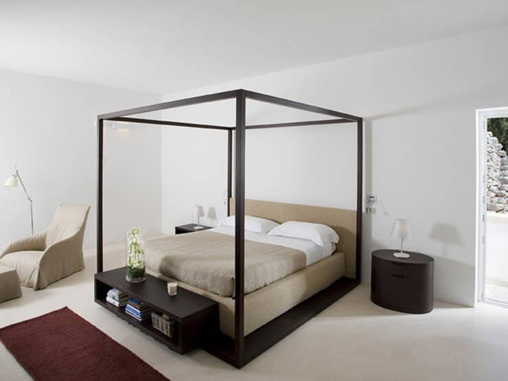 Santa Maria di Leuca: Camera da letto in stile in stile Moderno di sebastiano canzano architetto