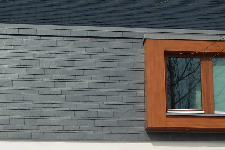 Case in stile in stile Moderno di Architekturbüro HOFFMANN