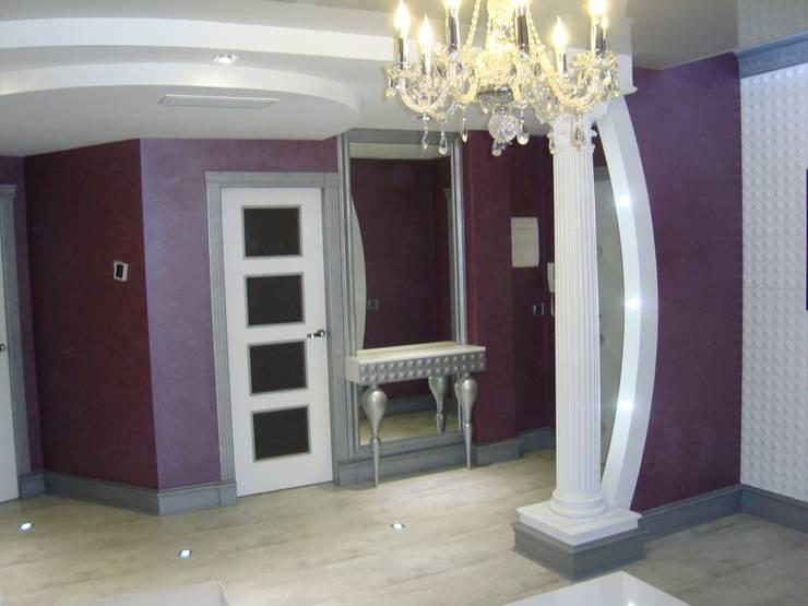 Salon y entrada: Salones de estilo  de interiorismoDMITRY