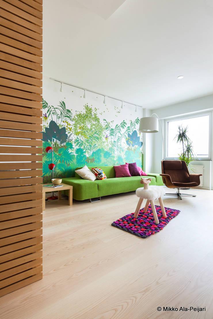 Casa di Juhana: Soggiorno in stile  di Maurizio Giovannoni Studio