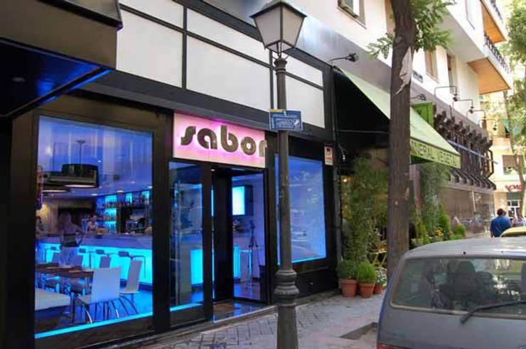 Restaurant - Lounge Sabor: Oficinas y Tiendas de estilo  de Arquitectura de Interior