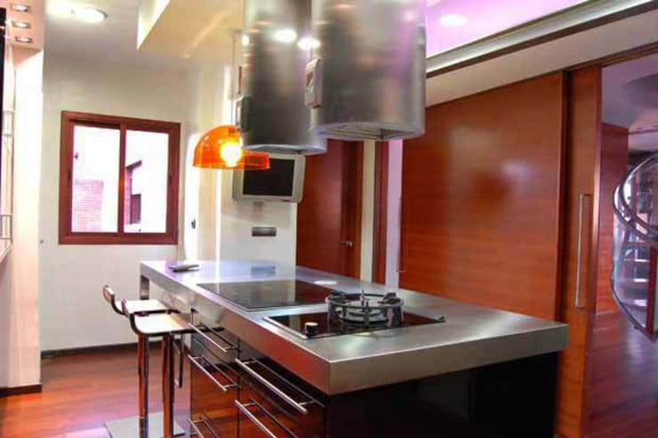 Vivienda en Urbanización Quinta de los Molinos: Cocinas de estilo moderno de Arquitectura de Interior