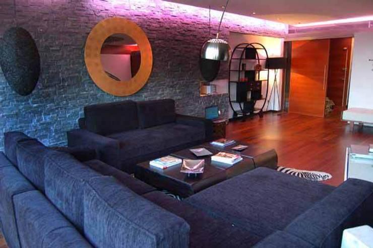 Vivienda en Urbanización Quinta de los Molinos: Salones de estilo moderno de Arquitectura de Interior