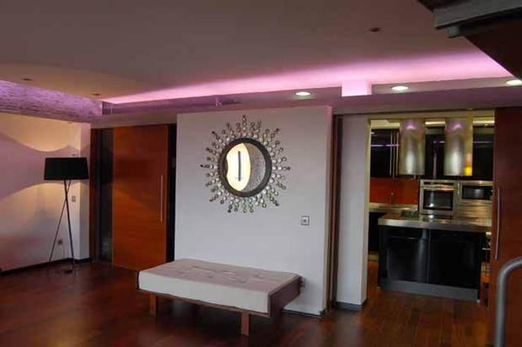 Vivienda en Urbanización Quinta de los Molinos: Pasillos y vestíbulos de estilo  de Arquitectura de Interior