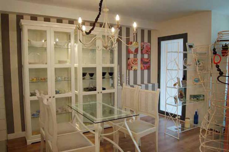 Pequeña Vivienda en Madrid: Comedores de estilo  de Arquitectura de Interior