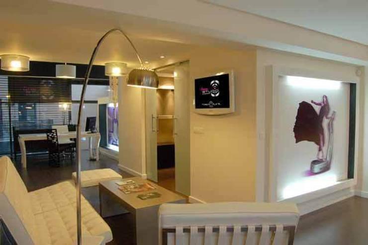 Centro Power Plate Madrid: Gimnasios domésticos de estilo  de Arquitectura de Interior