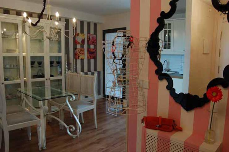 Pequeña Vivienda en Madrid: Pasillos y vestíbulos de estilo  de Arquitectura de Interior