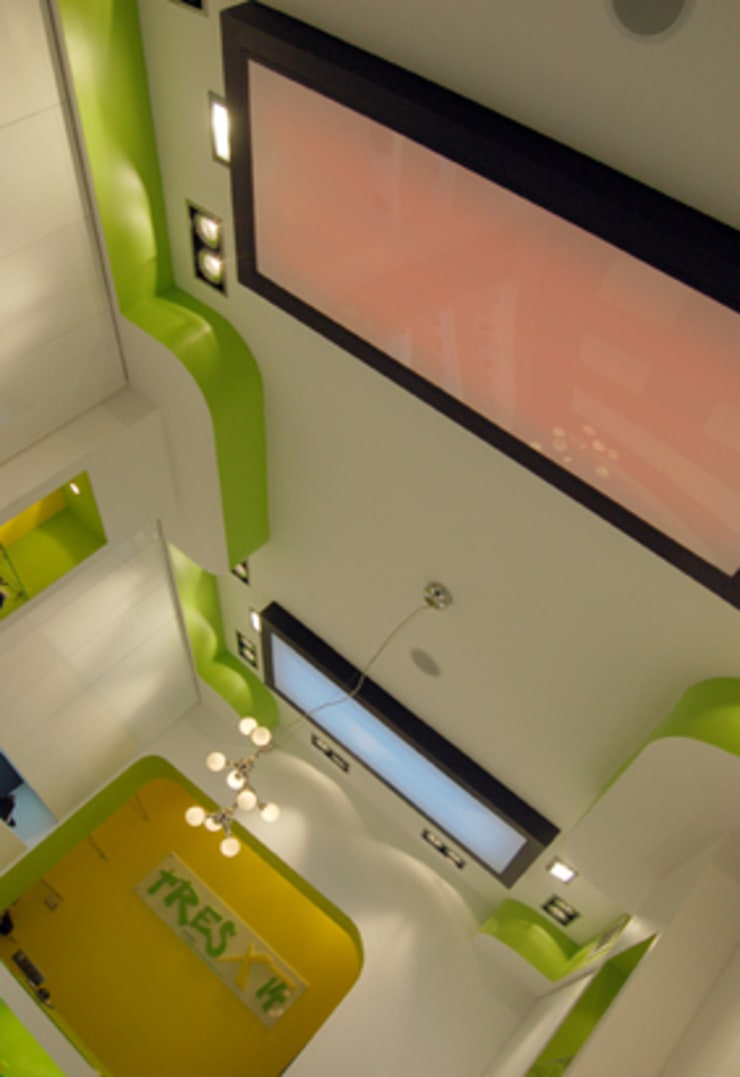 Zapaterías Tres x 14: Oficinas y Tiendas de estilo  de Arquitectura de Interior