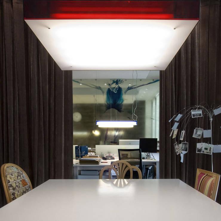 Estudio de Urbanismo y Arquitectura: Oficinas y Tiendas de estilo  de I AM Home