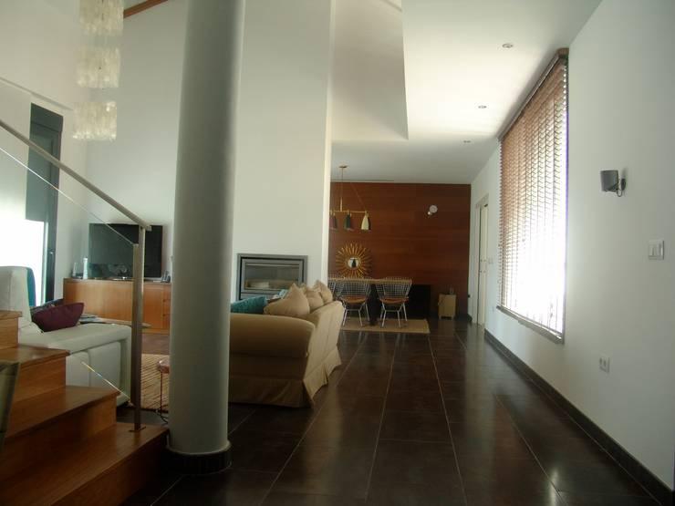Residencia Privada: Salones de estilo  de I AM Home
