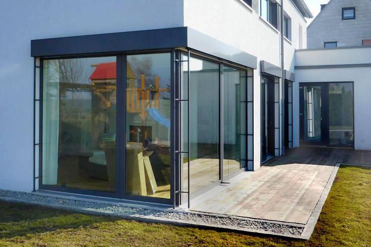 modern Houses by Architekturbüro HOFFMANN