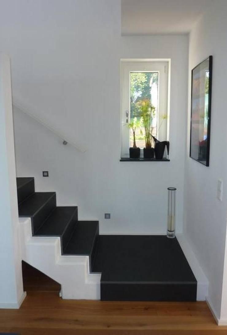 Corridor & hallway by Architekturbüro HOFFMANN