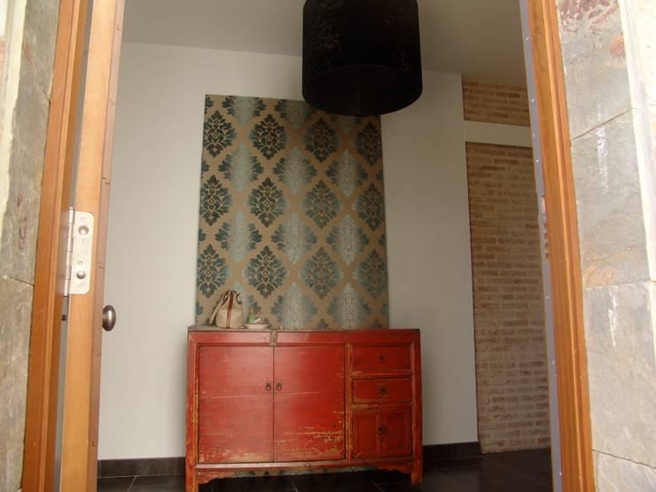Residencia Privada: Pasillos y vestíbulos de estilo  de I AM Home