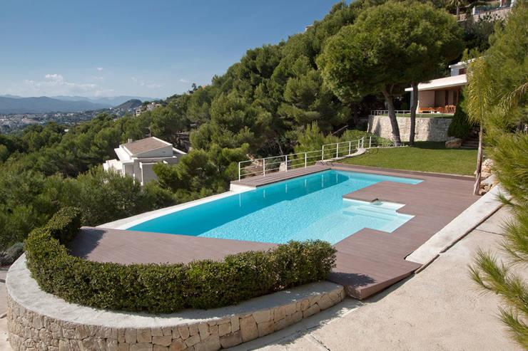 Piscina Infinity : Jardín de estilo  de Gunitec Concept Pools