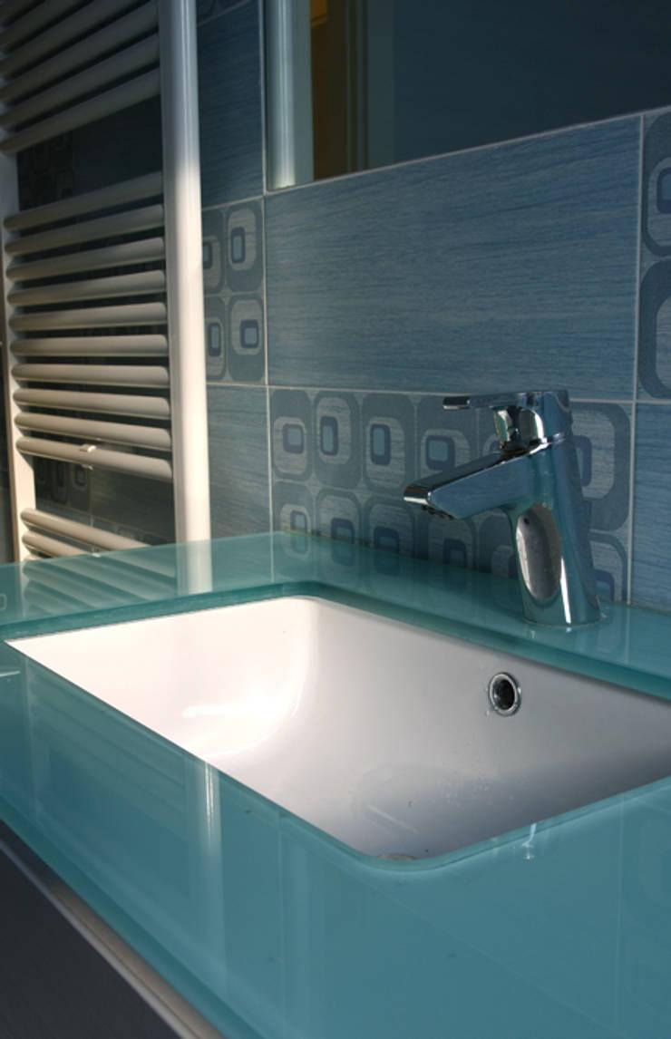 CASA PISSAGLIA FORTUNATI: Bagno in stile in stile Moderno di Alessio Patalocco Architetto