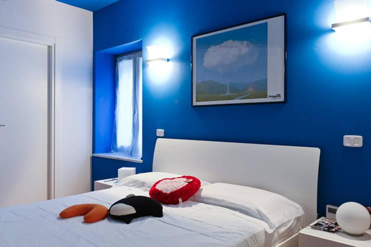 CASA LEONARDO E GIOIA: Camera da letto in stile in stile Moderno di Alessio Patalocco Architetto