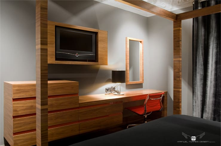 EIXAMPLE BARCELONÉS: Dormitorios de estilo  de MANUEL TORRES DESIGN